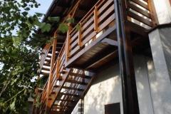 schody drewniane wejściowe do domu Rzeszów
